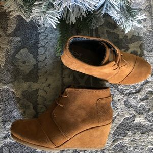 Toms casual wedge tan heal suede shoes